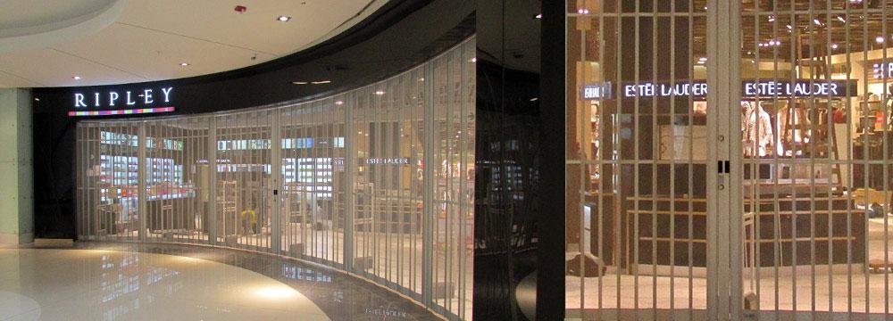 Vistas de la puerta FOLDING CASSAFOLD instalada en Ripley