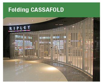 Las puertas Folding Cassafold son una solución versátil que permite clausurar pórticos amplios y curvilíneos en una sola hoja.