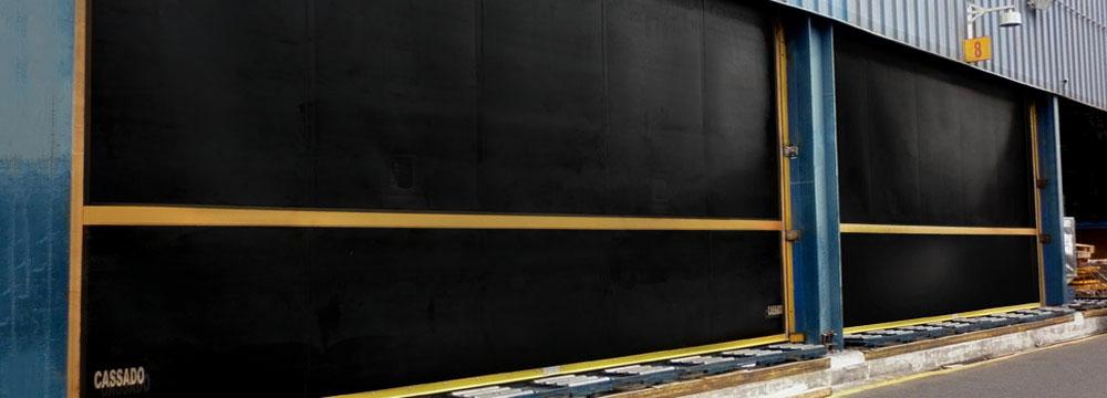 La puerta Enrollable de caucho Ideal para operaciones expuestas a polución y corrosión. LA PUERTA PARA CONDICIONES EXTREMAS