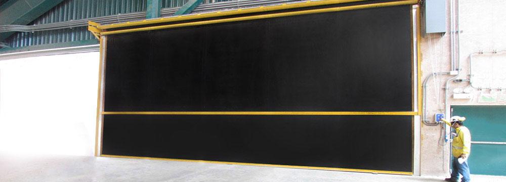 La puerta Enrollable de caucho Ideal para operaciones expuestas a polución y corrosión tales como la industria minera o cementera.
