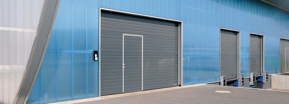 El Seccional industrial Hormann está compuesta de paneles de acero galvanizado articulados entre sí. LA MÁS VARIADA GAMA DE PUERTAS SECCIONALES.