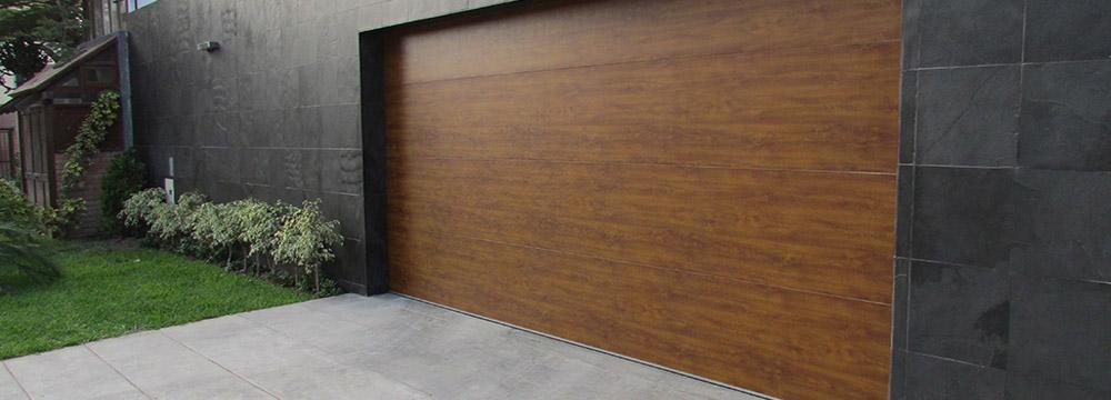El Seccional residencial de garaje busca complementar y dar un toque a la belleza exterior a tu hogar. Rápida fabricación e instalación.