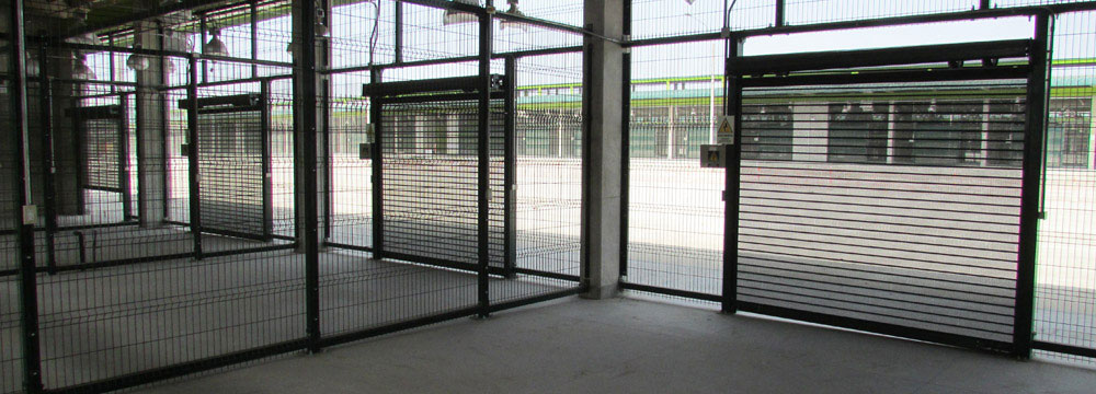 Las puertas Enrollables FULL VISION son micro perforadas, brindando adicionalmente la posibilidad de ventilar el área custodia,